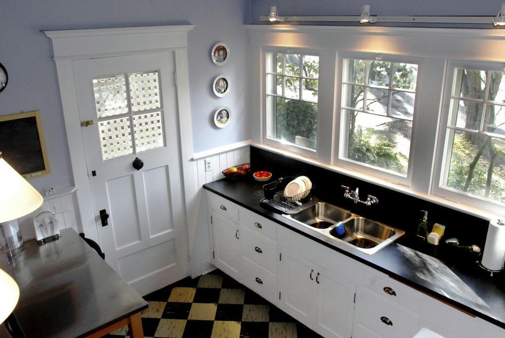 Tour 10 vintage kitchens | Craftsman kitchen, Craftsman and Kitchens