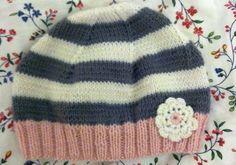 © bodendirect.de Gunis Tochter Fine hat Geburtstag und wir fanden diese Mütze hier von Mini Boden so schön. Also hab ich einfach mal losgelegt. Rosa, weiße und graue Wolle geholt und dann gings los: Die Wolle ist superweich und toll. Ein Kaschmir / [...]