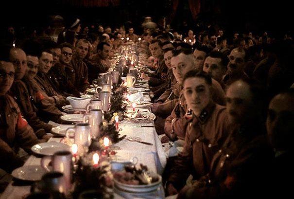 Soldados e cadetes de Hitler celebrando o Natal em 1941
