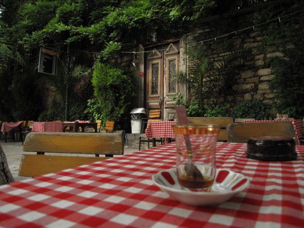 Coffeehouse of Pierre Loti Istanbul (by Zekeriya S. Sen)