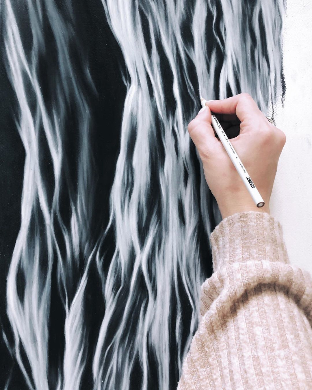 Hyperrealistic Colored Pencil Drawings Capture the Beauty