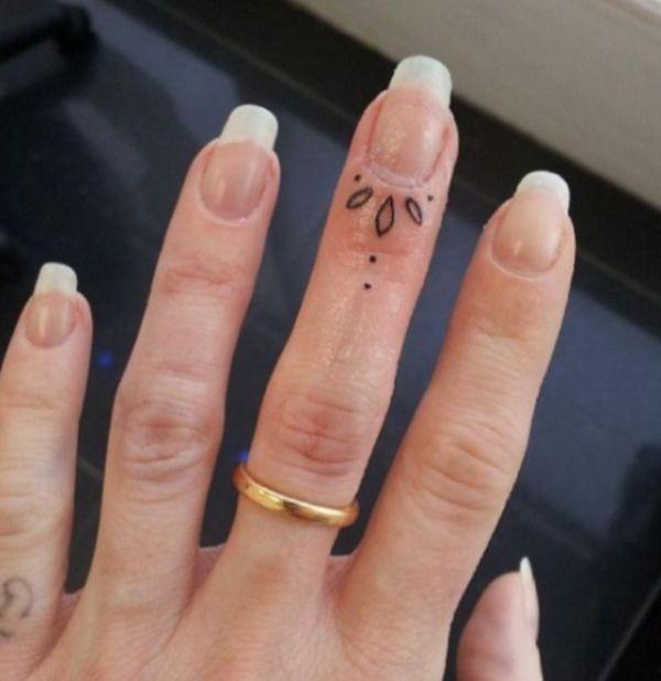 Tatuajes En Los Dedos De La Mano