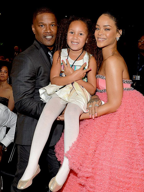 See Rihanna S Grammys Meet And Greet With Blue Ivy Rihanna Blue Ivy Rihanna Daily