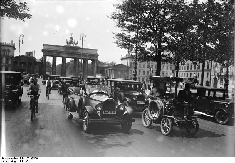 Juli 1928 Das Locarno Auto Von Paris In Berlin Eingetroffen Das Locarno Auto Ein Modell Aus Dem Jahre 1889 Traf Von Paris Kommend In B Berlin Berlin Geschichte