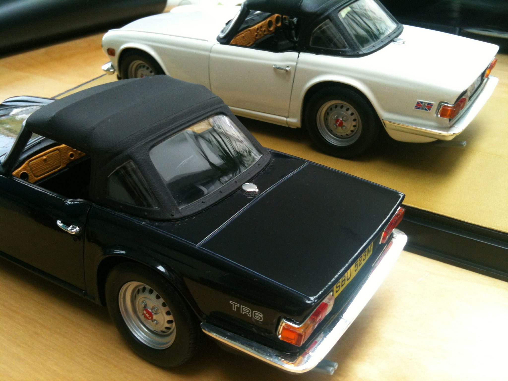 Triumph tr6 1 18 by ertl dark blue personalised white
