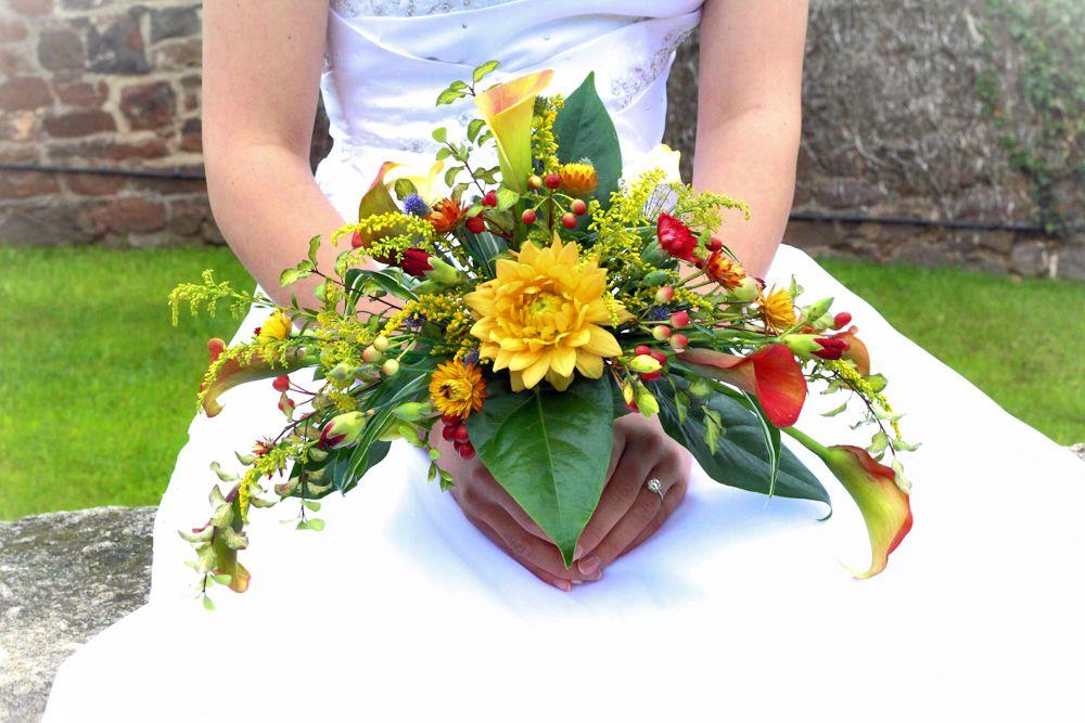 Crescent bride 39 s bouquet of british flowers flora for Crescent bouquet