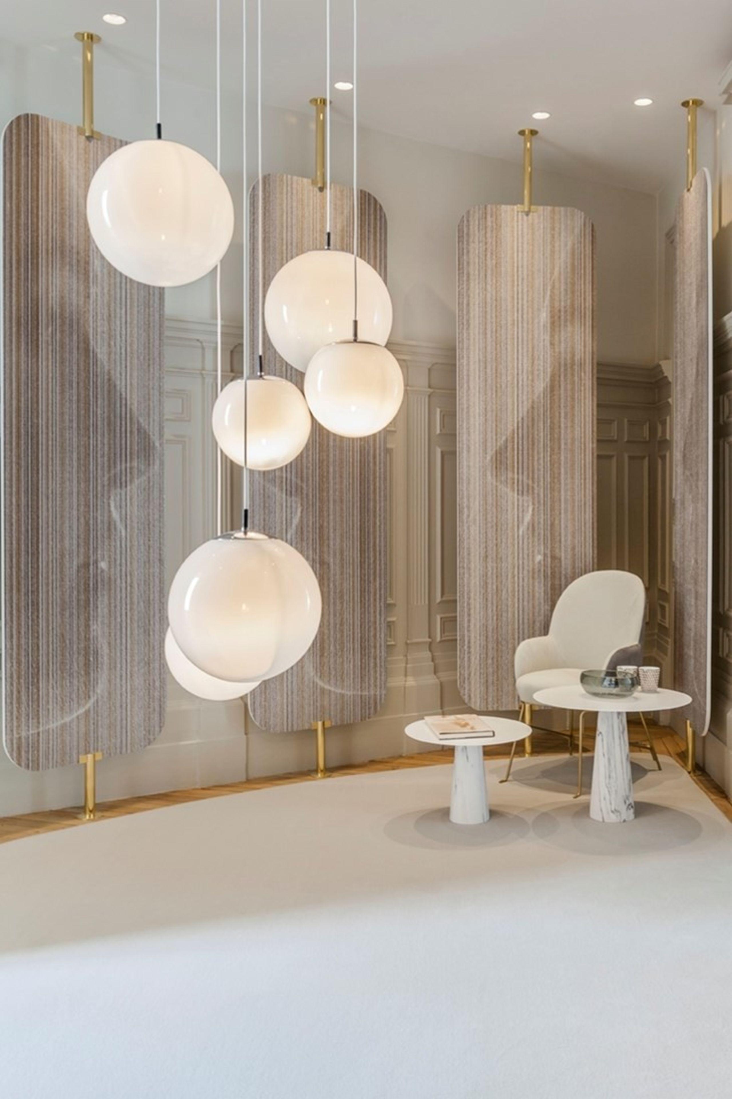 Einrichtungsideen Mit Lampen Kugeldeckenlampe Im Bauhausstil