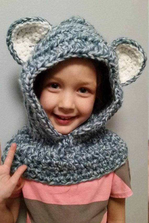 Capuchon de laine avec oreilles/ Chapeau souris par Woolfilicrochet