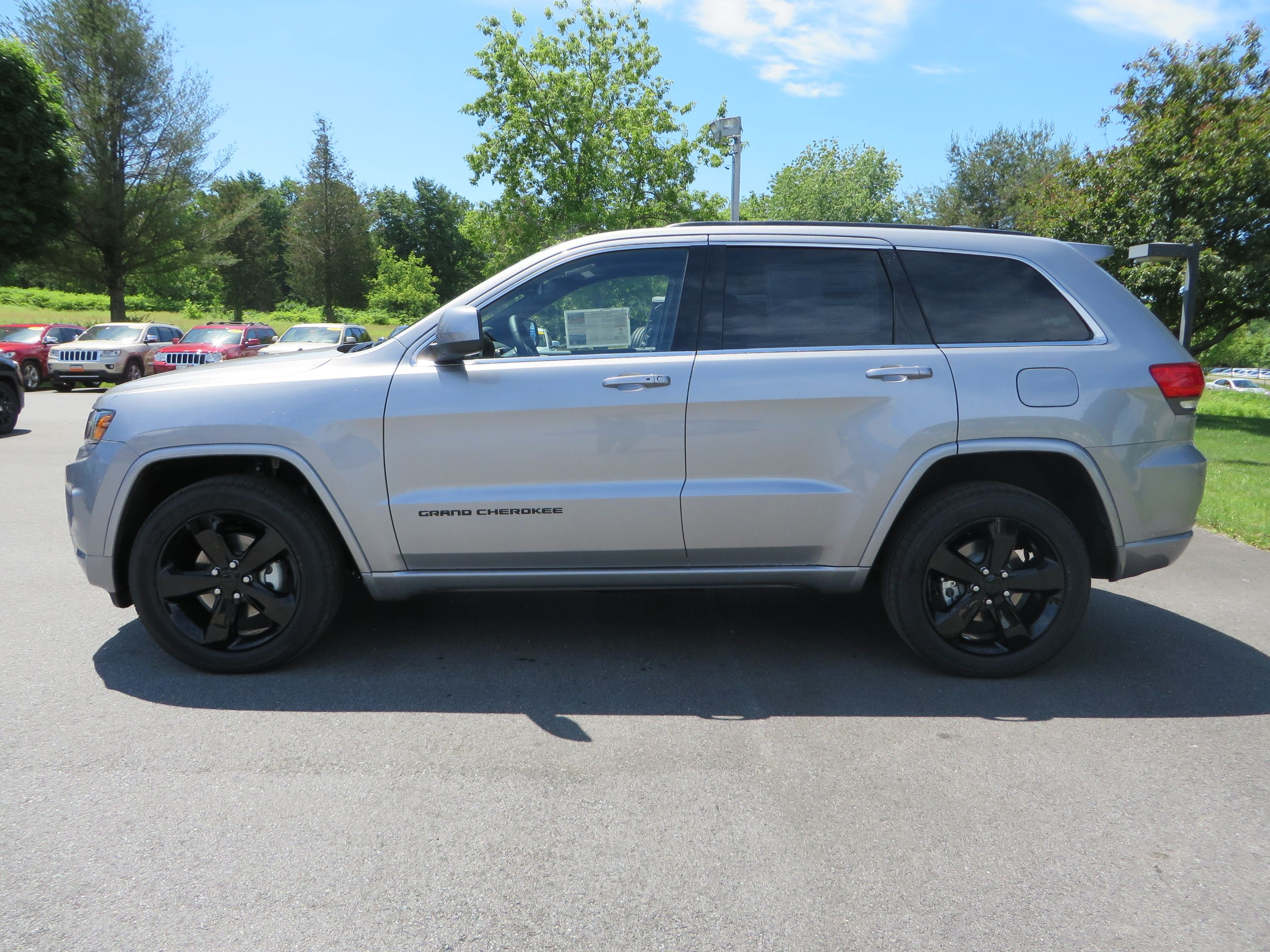 2014 Jeep Grand Cherokee Altitude In Billet Silver