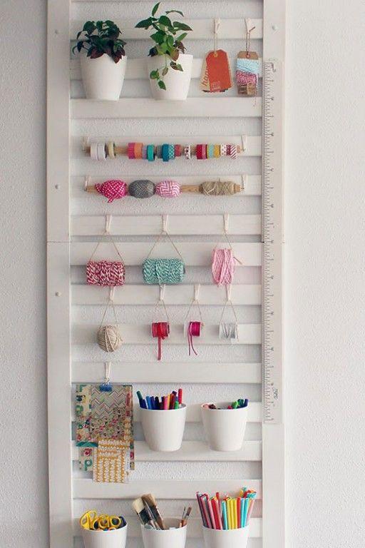 Diy para ordenar un espacio creativo organizador realizado con una barandilla de cuna del blog - Organizador de cuna ...
