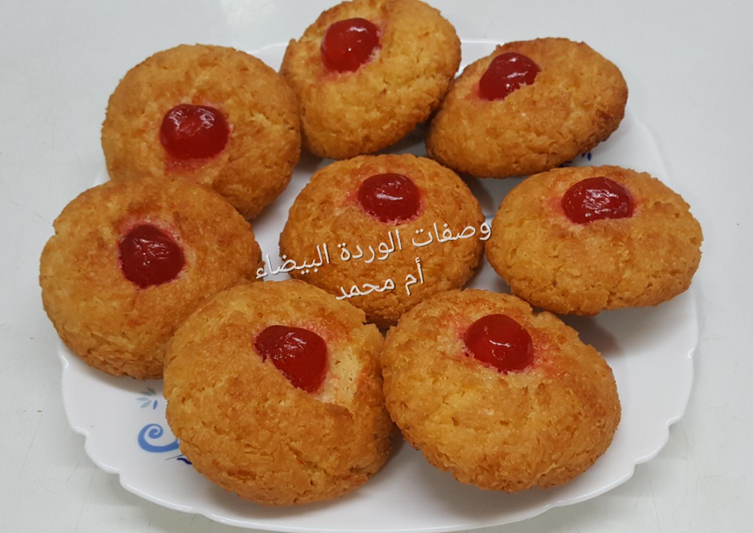 اقراص جوز الهند المقرمشة بالصور من وصفات أم محمد الوردة البيضاء 1 Recipe Food Biscuits Breakfast