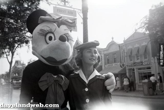 17張1955年的迪士尼樂園