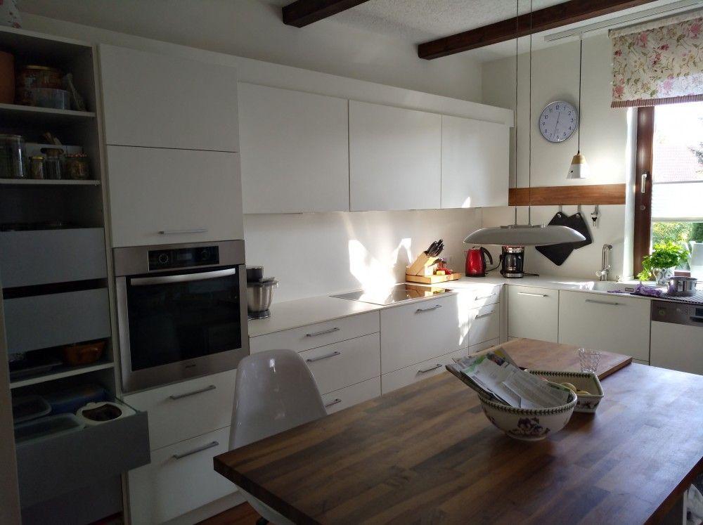 Seniorenküche mit Sitzplatz und viel Stauraum-Leicht-Fertiggestellte - küche magnolia hochglanz