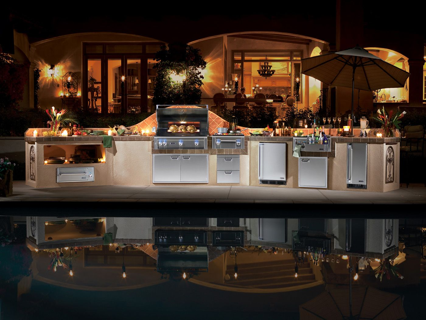 Luxury outdoor kitchens lynx luxury outdoor kitchen for Luxury home kitchen designs