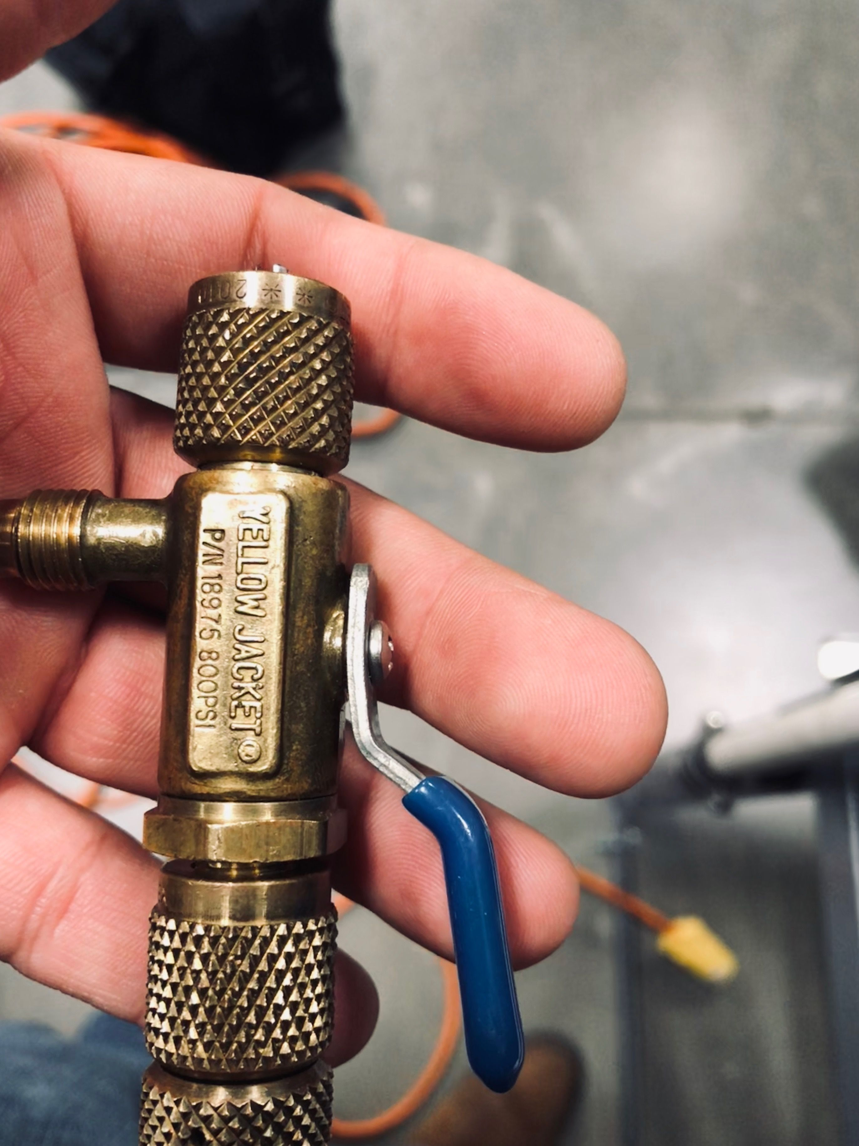 Leaking valve core? Easy removal without refrigerant