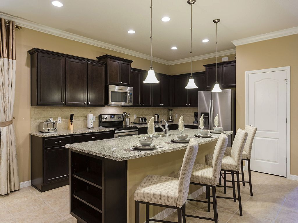 Full Gourmet Kitchen And Kitchen Island 8 Br Windsor At Westside  # Muebles Kissimmee