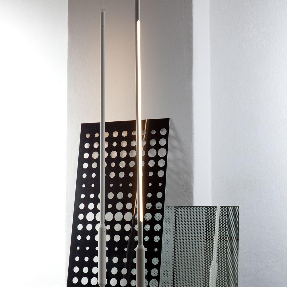 Slim Vertical Ungewohnliche Stabhangeleuchte Zur Raum Oder Objektbeleuchtung Futuristisches Design Kombinier Neonrohren Design Leuchten Futuristisches Design