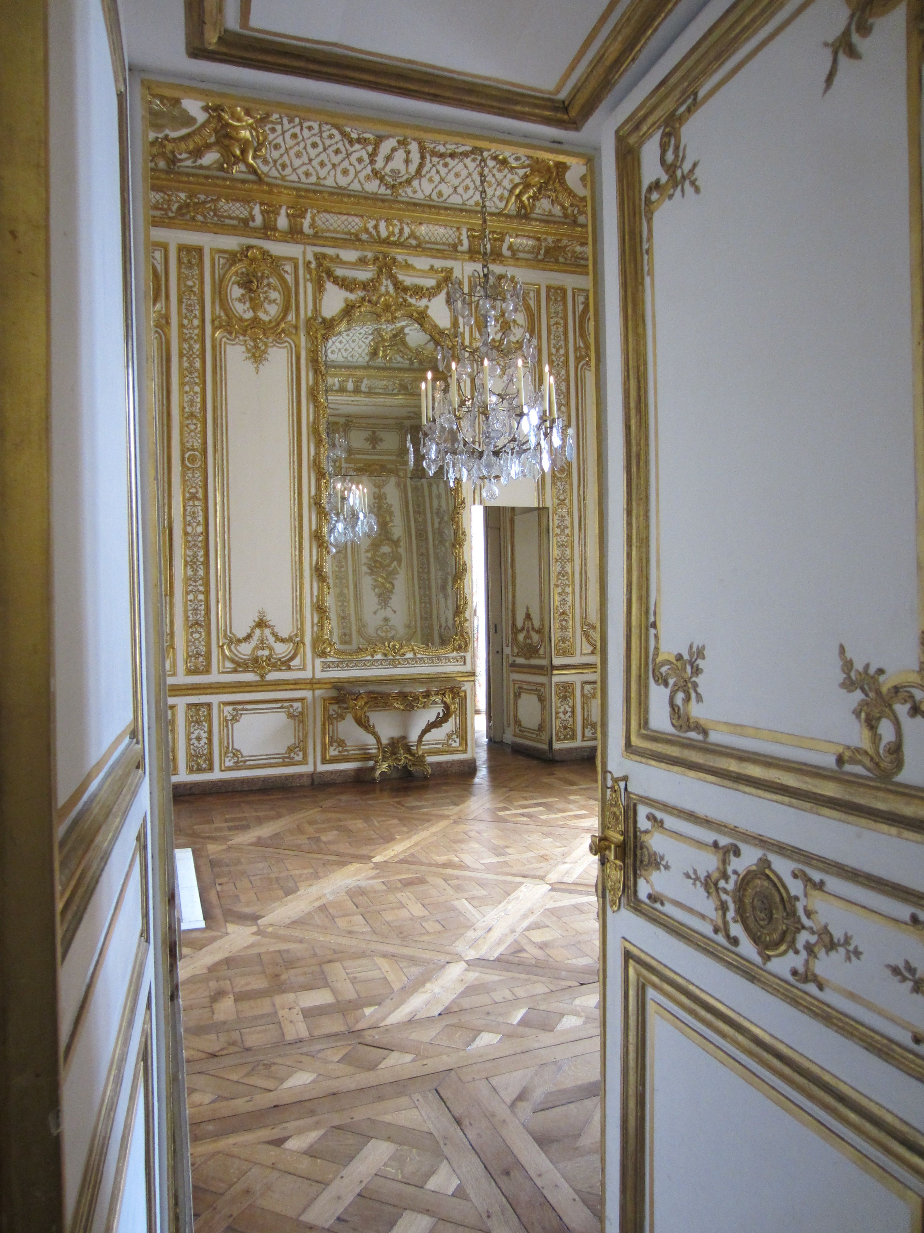 Piece De La Vaisselle D Or French Style Interior Chateau
