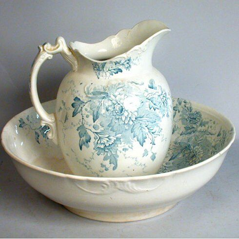 Water Pitcher & Basin. Blue Transferware