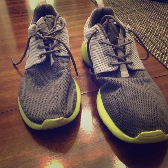 Nike Rosche | Nike, Green bottom, Nike