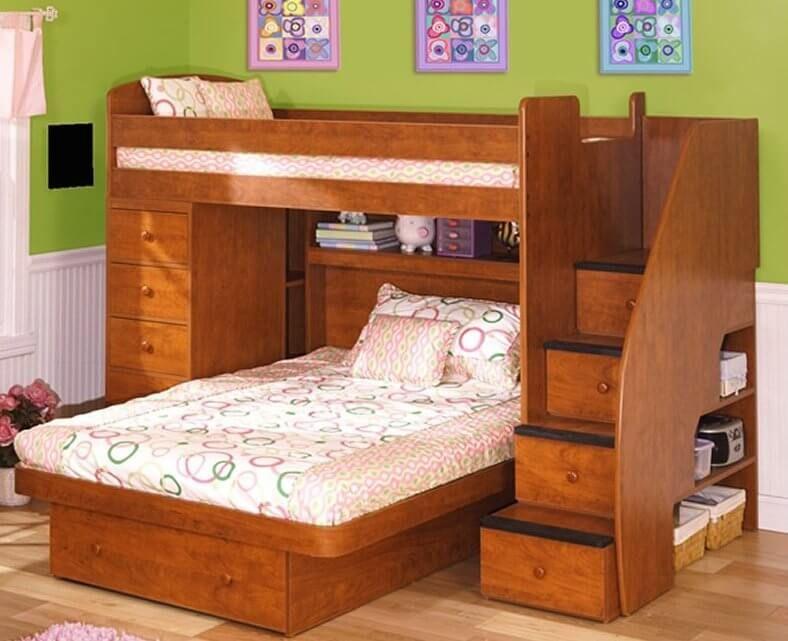 Aquí tenemos otro marco de litera con una cama inferior montada ...