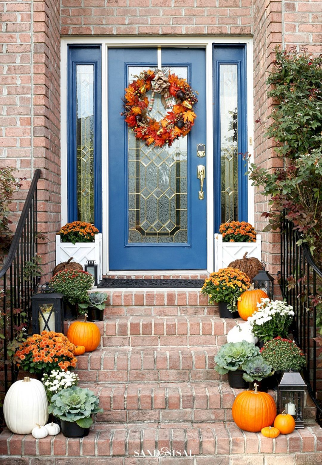 Awesome 25 Gorgeous Fall Decorating Ideas Small Front Porch Https Decoredo Com 21245 25 Gorgeous Fall Fall Decorations Porch Halloween Home Decor Fall Decor