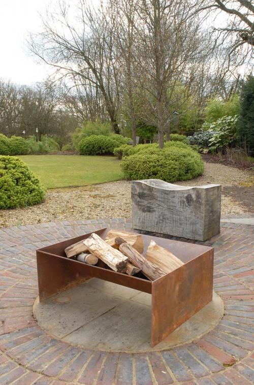 Photo of Chunk Fire Pit Eine zeitgemäßere solide Feuerstelle aus 5 mm Stahl, ein wirklich modernes Mittelstück.