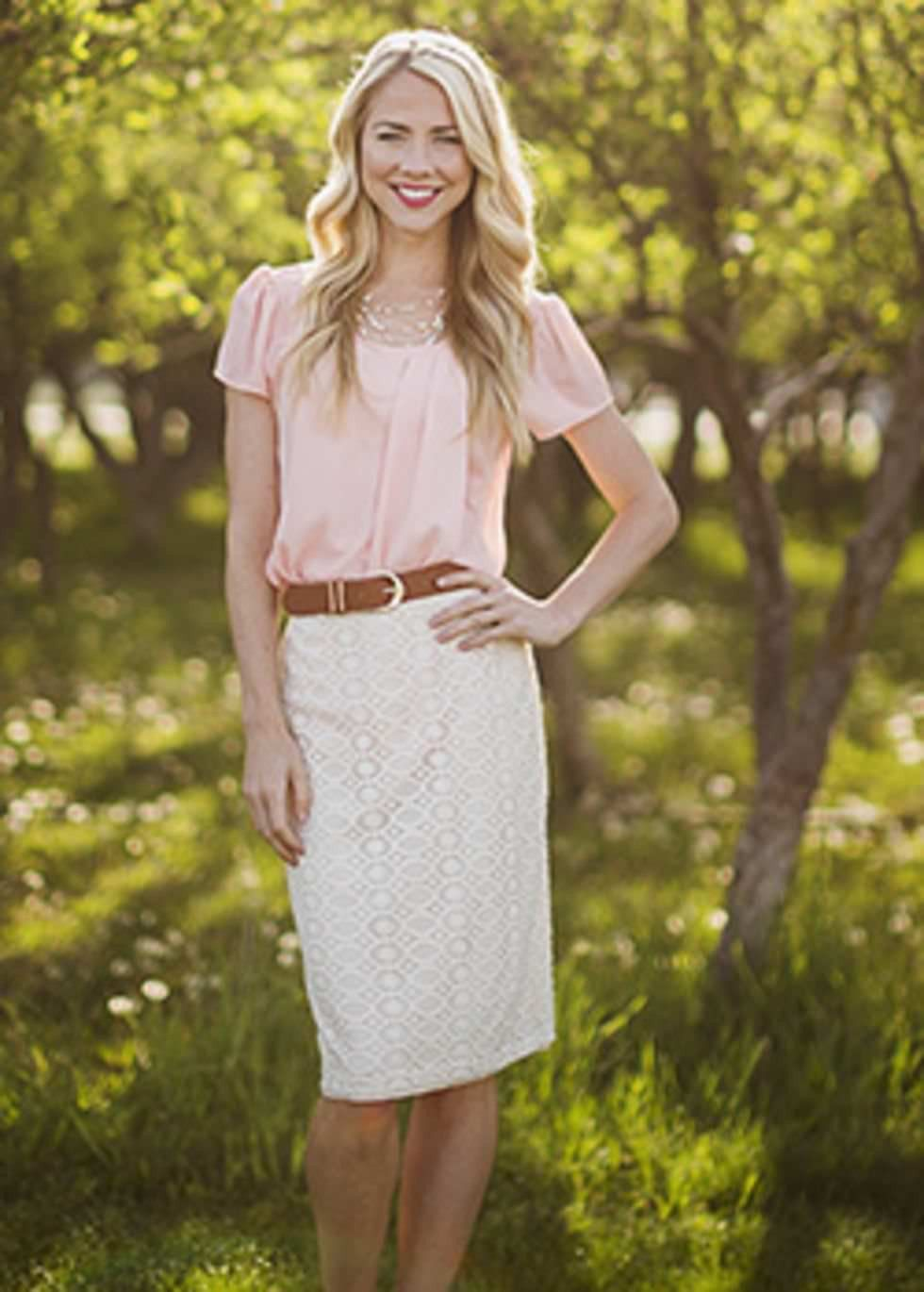 Lace pencil skirt with a little stretch for the perfect fit.