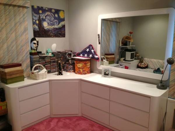 I\'m selling my white Formica bedroom set. This is in excellent ...