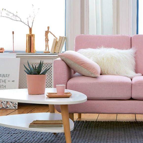Déco salon : table basse vintage minimaliste et canapé rose pastel ...
