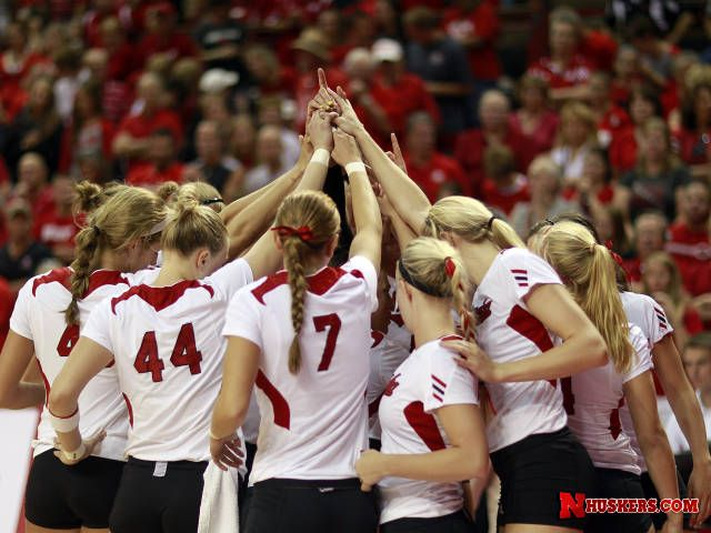 Husker Volleyball Team I Normally Don T Like The Huskers But I Love Nebraska Volleyball Volleyball Inspiration Volleyball Team Sport Volleyball
