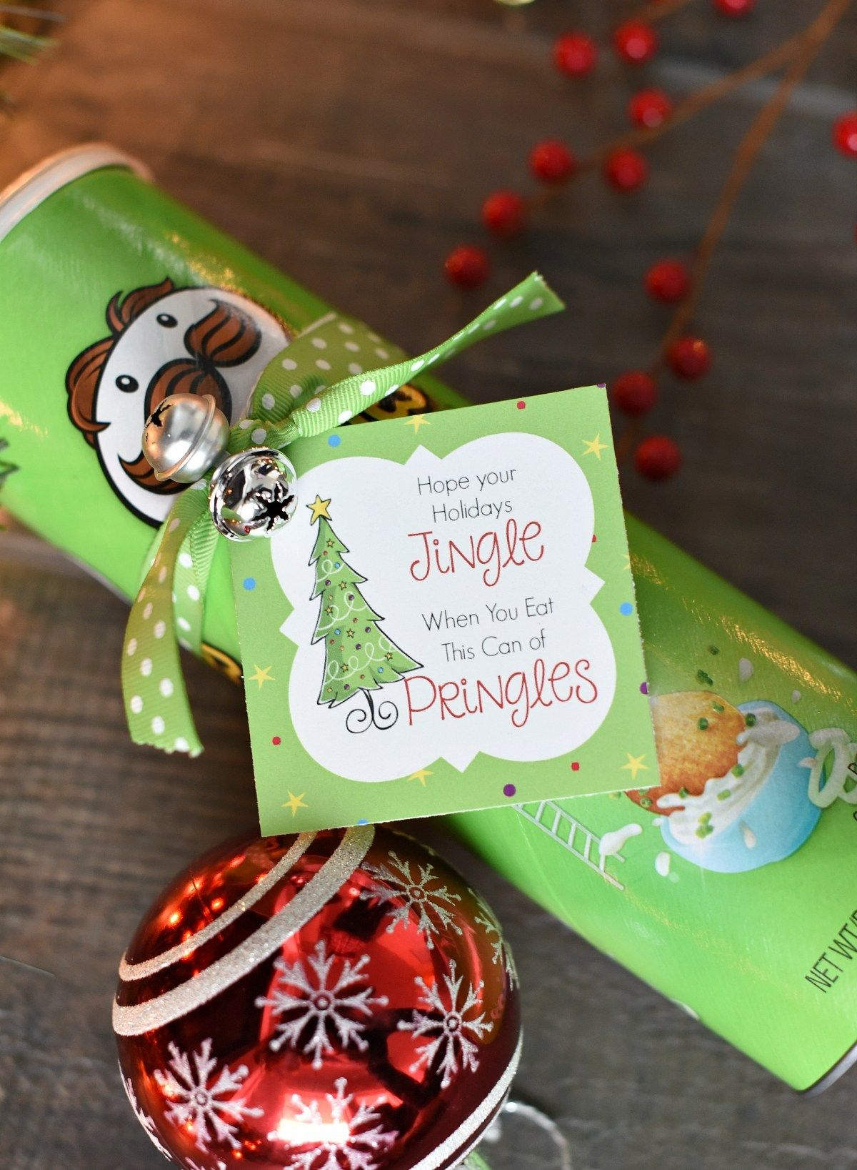 Funny Christmas Gift Idea with Pringles #teacherchristmasgiftideas