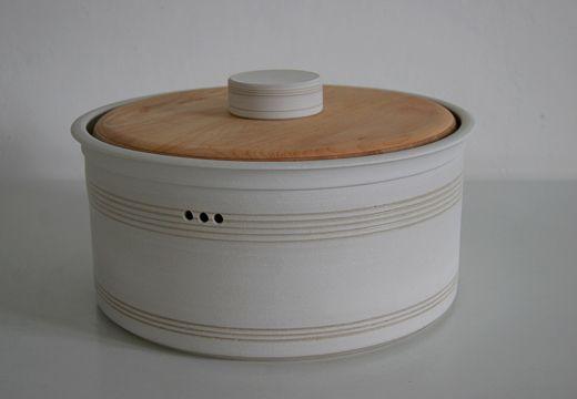 brottopf mit holzdeckel keramikwerkstatt barbara ehrengruber k che in 2019 keramik. Black Bedroom Furniture Sets. Home Design Ideas