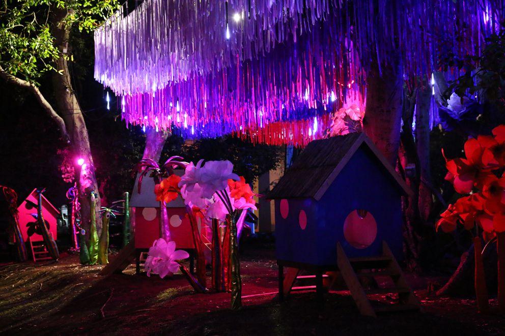 Installation de ruban et goutte LED // Décoration de noël au Jardin ...