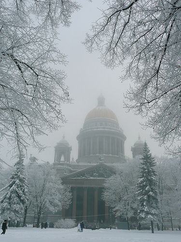 St. Isaac's Cathedral in the snow... I miss St. Petersburg... I'd love to see the city in the winter just once...