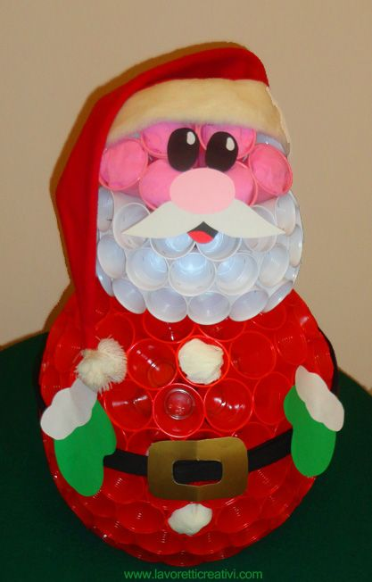 Babbo Natale Fatto Con I Bicchieri Di Plastica.Il Babbo Natale Che Vi Proponiamo Oggi E Composto Da