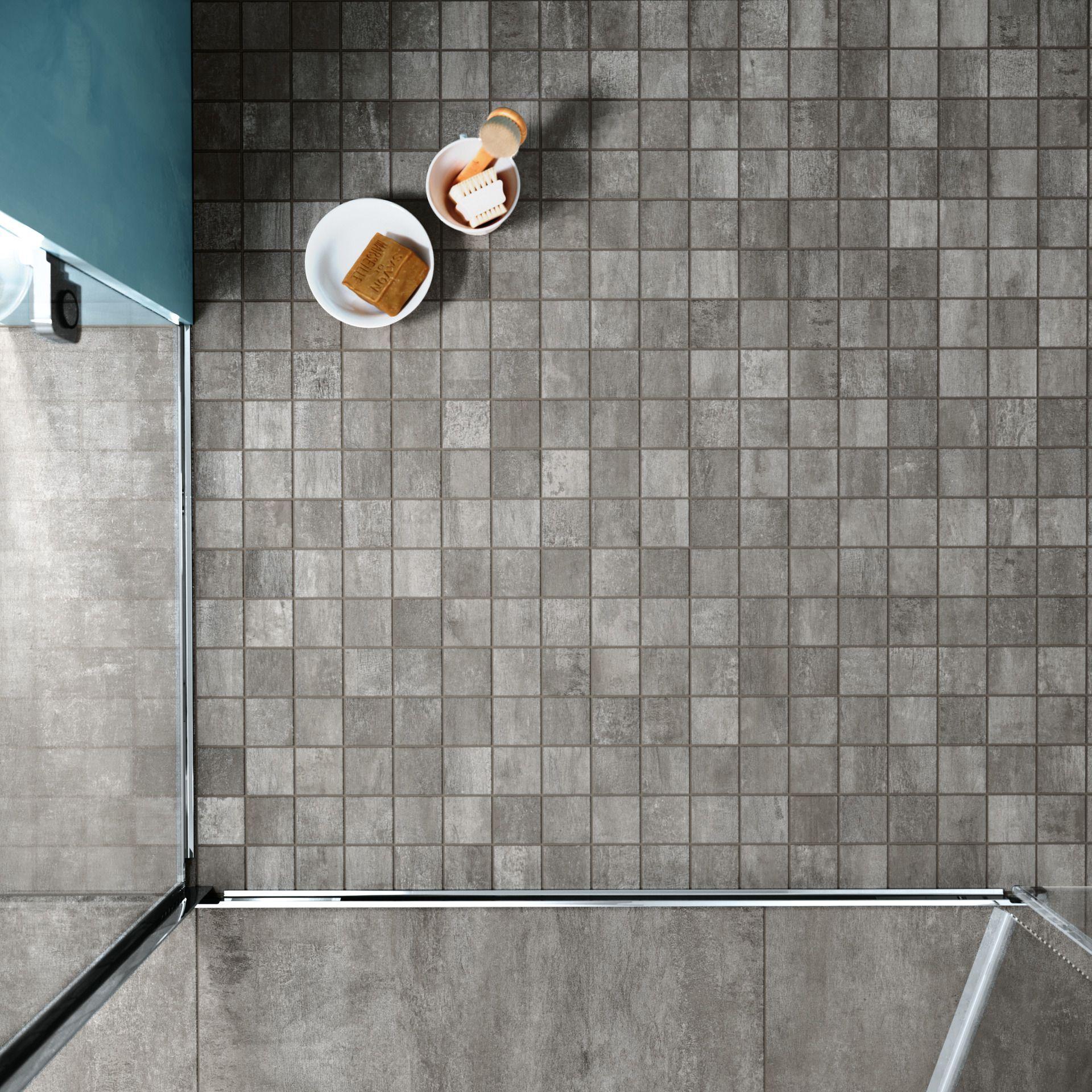 Trittsicher Pflegeleicht Und Schon Dusche Badezimmer Fliese Grau Steinoptik Barrierefrei Bodengleich Bad Interieur Badezimm In 2020 Mosaic Stoneware Shower