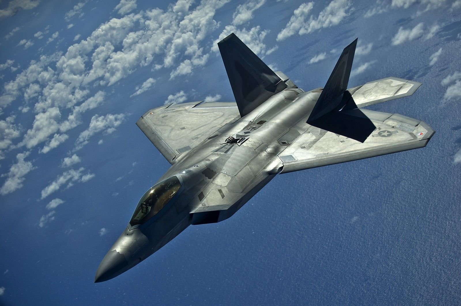 A Hawaii Air National Guard F-22 Raptor from the 199th Fighter ...
