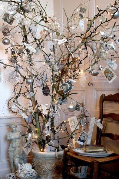 Como decorar con una arbol de navidad hecho de ramas secas - Arboles secos decorados ...