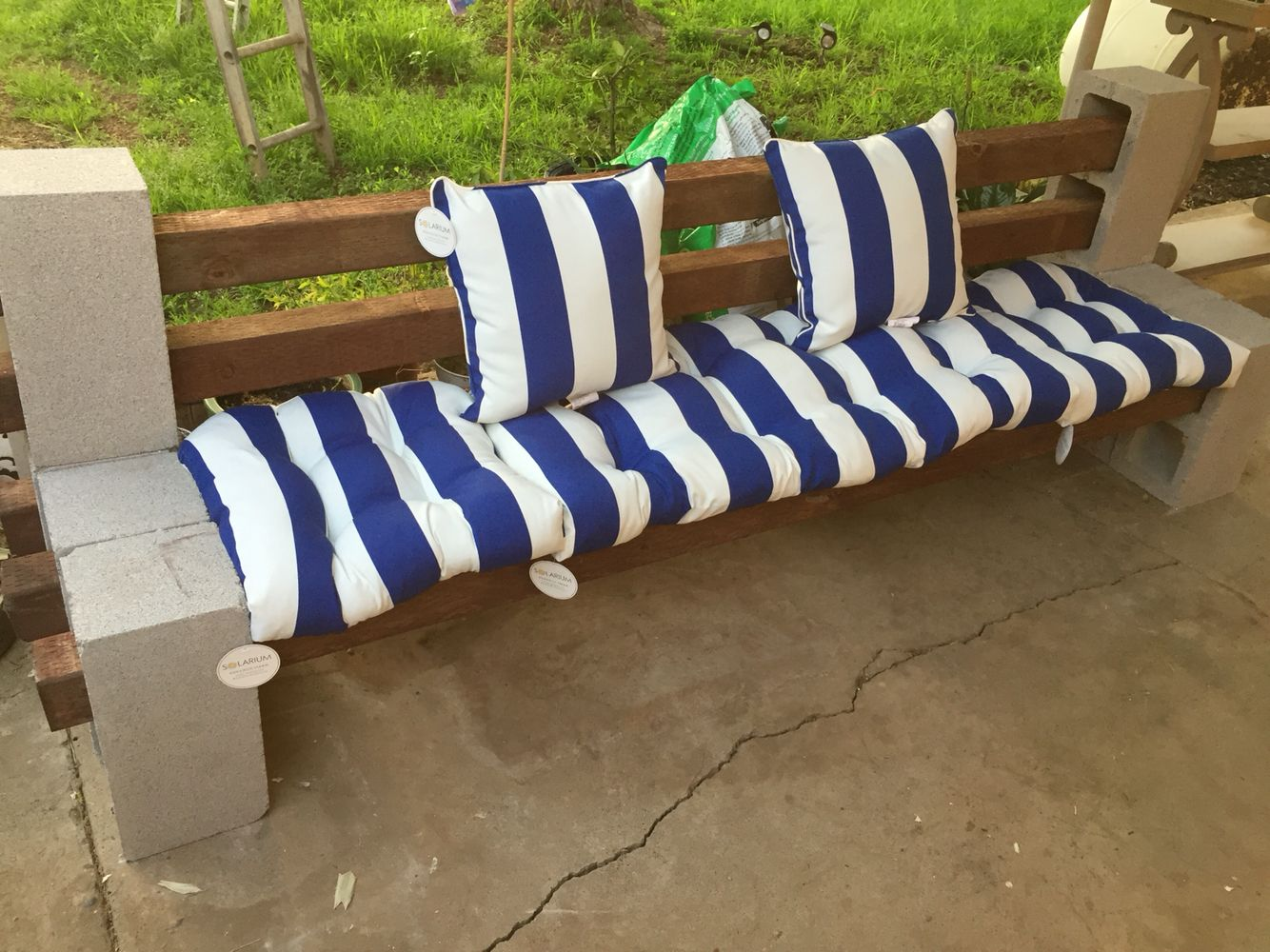 Diy 4x4 Cinder Blocks With Blue And White Cushions White Cushions Cinder Block Bench Outdoor Sofa