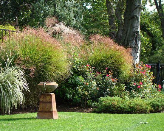 Gartenbrunnen Rosen Blumenbeete Garten gestalten Ideen diy home - garten mit grasern und kies