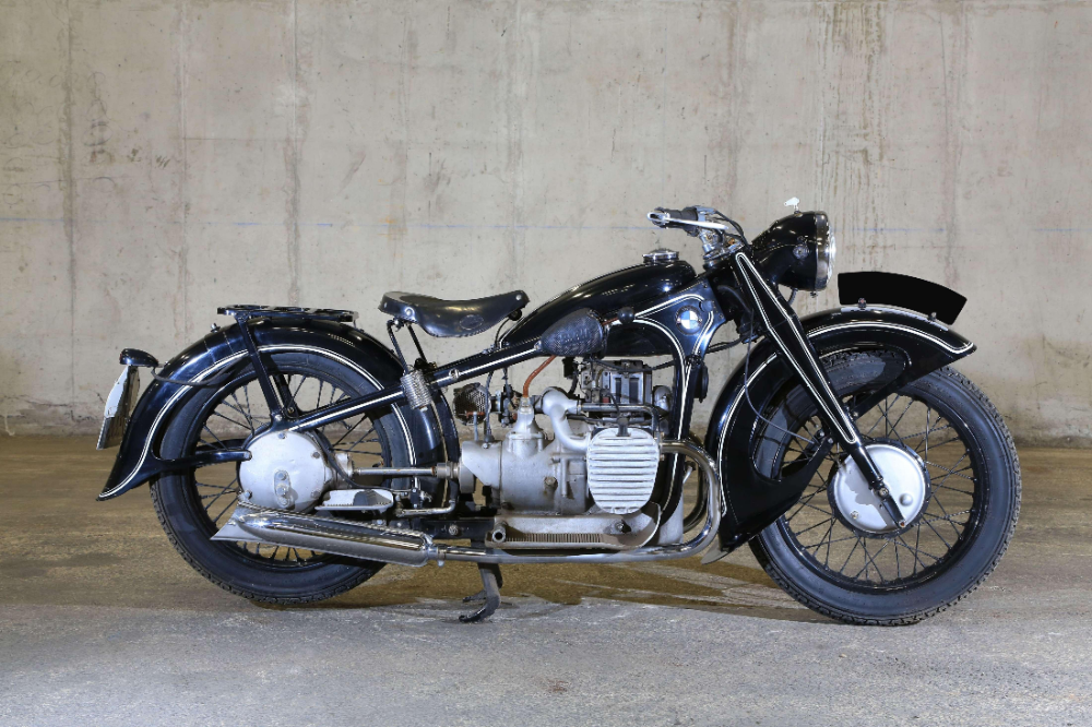 Sold Price 1941 Bmw R12 Invalid Date Cet Bmw Classic Motorcycle Restoration Bmw Classic Cars