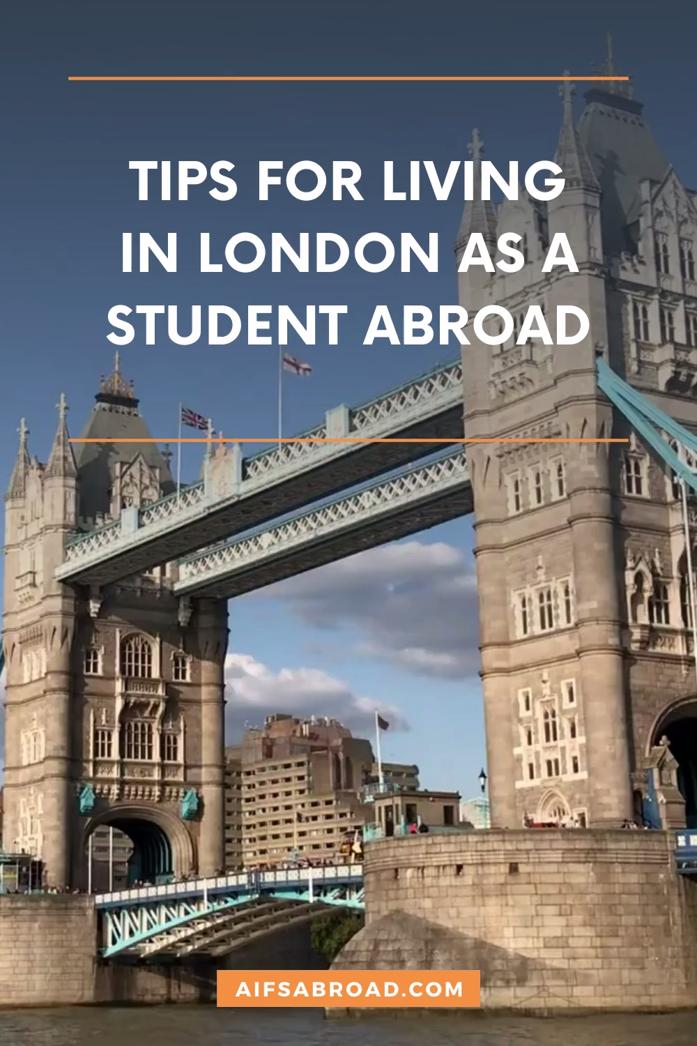 Want to study abroad in London? Emma Sophie from the College of William and Mary gives some great tips on living in England's capital city during the summer as a college student studying abroad. #aifsabroad #studyabroad #london #england