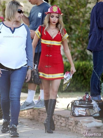 Sarah Hyland Hot Halloween modern family haley fi...