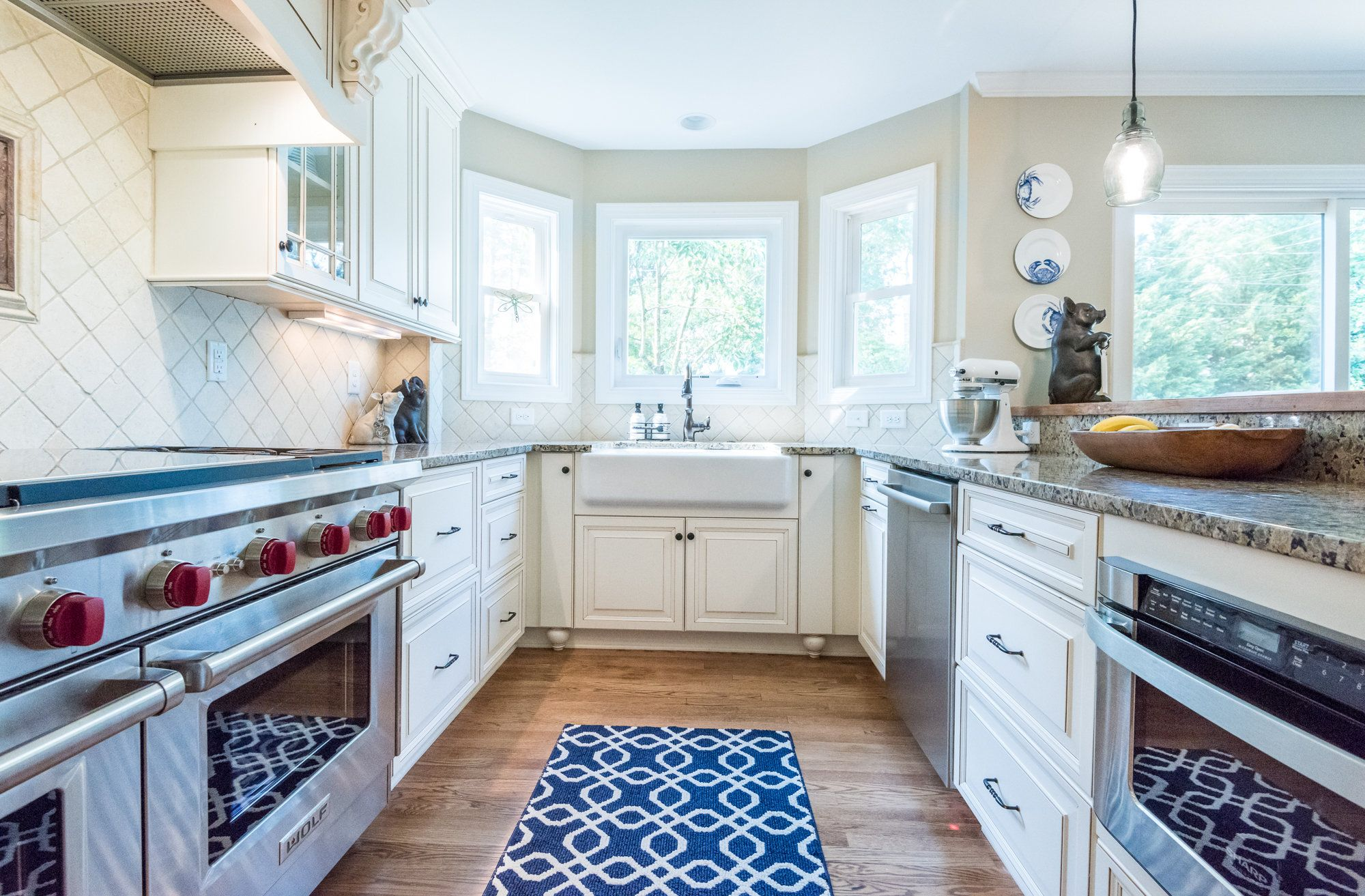 This Kitchen Features White Cabinets With A Mocha Glaze