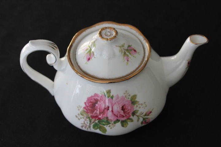 Royal Albert American Beauty Pattern Large Teapot Pink Burgandy Roses England