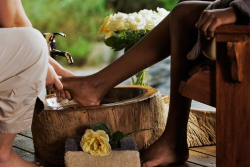 These do it yourself remedies will help soothe heel and these do it yourself remedies will help soothe heel and moisturize your feet solutioingenieria Choice Image