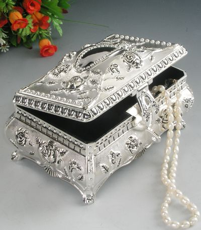 Antique Jewlery on Antique Metal Jewelry Box Sell Metal Jewelry Box