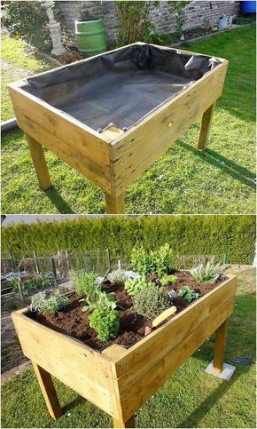 Shaped into the interesting project of the wood pallet planter, this wood pallet design is so fantastic carried out in designing work. It do has the rectangular shaping of the planter effect under it which would assist you to make it move from one place to another easily in compact way. #kräutergartenbalkon