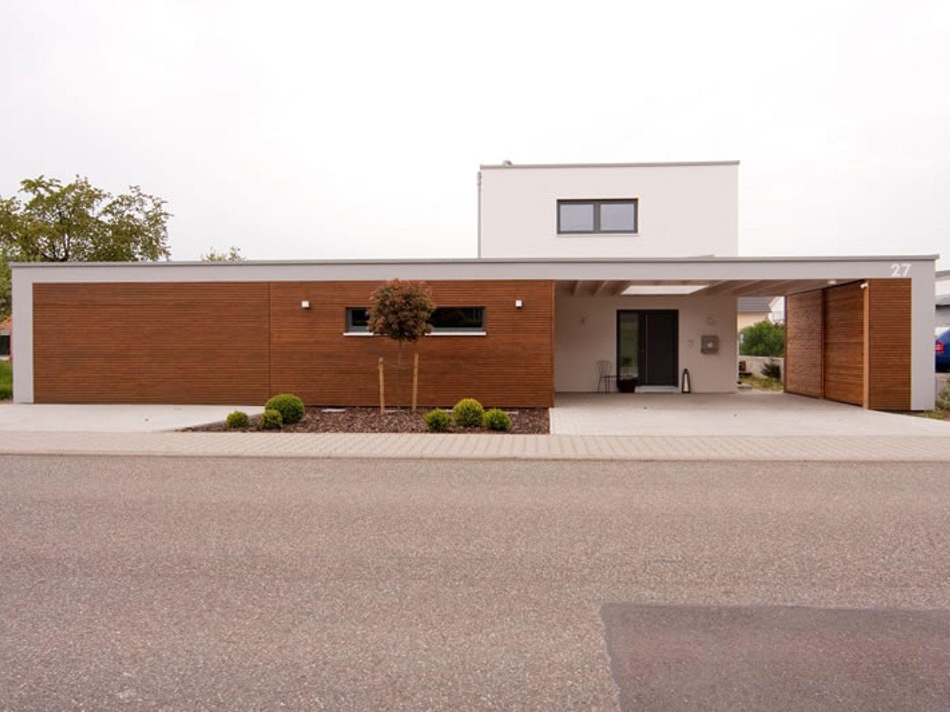 Haus Neunecker • Fertighaus von Holzhaus Rosskopf • Zeitgemäßes ...